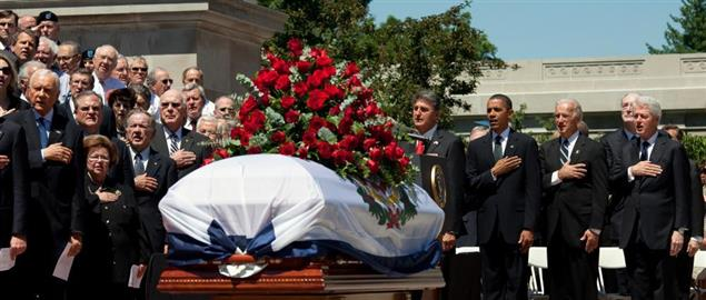 President Obama and other dignitaries paying their respects to the late Senator Byrd